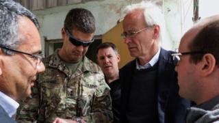 Suriye Özel Temsilcisi Büyükelçi James Jeffrey'nin yardımcısı William V. Roebuck (sağdan ikinci)