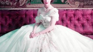 Gaun Dior