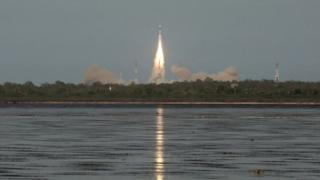"""Индиялык """"ракета-монстр"""" орбитага эң оор спутникти чыгарды."""