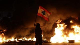 متظاهر في بيروت