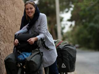 Rebecca Lowe velosipedi Maud ilə