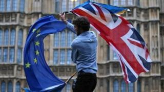 ธงอียูและสหราชอาณาจักร