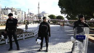 通行禁止になったイスタンブール・スルタンアフメト地区の現場付近