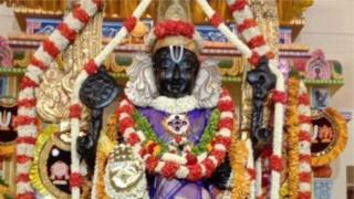 நின்ற கோலத்தில் தரிசனம் வழங்கும் அத்திவரதர்