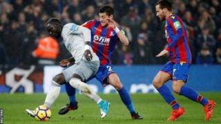 L'attaquant du Sénégal est le premier joueur de la Premier League à être sanctionné en vertu des nouvelles lois de l'Association de football qui ont été introduites en mai.