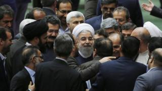 روحانی در جمع گروهی از نمایندگان مجلس