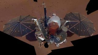 Foto de la sonda espacial InSight sobre la superficie de Marte