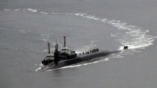 """USS Michigan n'ubwato bw'ingwano bugendera munsi y'amazi bufise n'ibigwanisho vya """"nucléaire"""""""