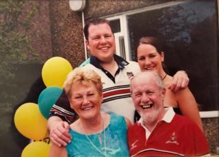 Робин с братом Гаретом и родителями