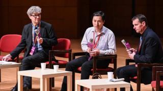 賀建奎現身香港的一場會議
