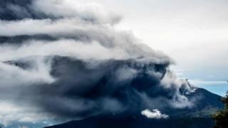 Smoke rises from the Turrialba volcano. Photo: 20 May 2016