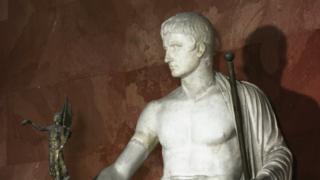 Статуя Октавиана Августа в образе бога Юпитера