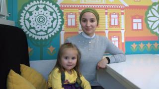 Активистка Чулпан Хамидова с дочерью Ясмин