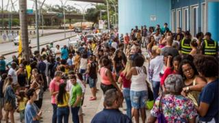 People queue to vote in a Convention Centre entrance during general elections in Cidade Nova, Rio de Janeiro, on October 7, 2018.