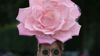 Шляпка - почти реалистичная в изображении розы