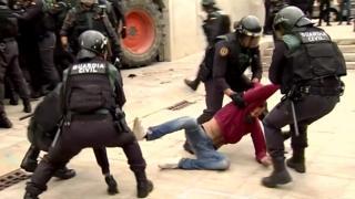 Полиция разогнала референдум в Каталонии. Сторонники независимости сопротивлялись.