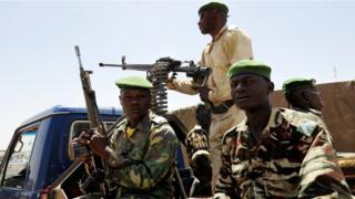 Des combats ont opposé samedi matin, des assaillants venus du mali aux gendarmes nigériens en poste dans cette localité proche de la frontière malienne.