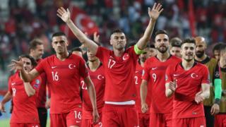 تركيا تفوز على فرنسا بطلة العالم 2-0