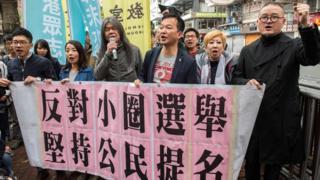 香港民主派人士走上街头抗议小圈子选举