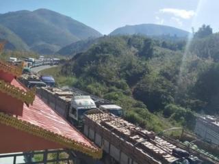 တရုတ်ပြည်ထဲ မရောက်သေးတဲ့ ဖရဲသခွားကားတွေ တစ်ထောင်ကျော်ရှိနေသေး