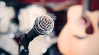 A microphone and guitar