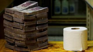 في يوم الخميس الماضي، كان سعر لفافة مناشف المرحاض مليونين و 600 ألف بوليفار.