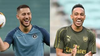 Ba rutahizamu Eden Hazard wa Chelsea (ibumoso) na Pierre-Emerick Aubameyang wa Arsenal