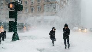 Dos peatones en Nueva York