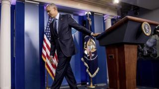 Tổng thống Obama rời phòng họp báo