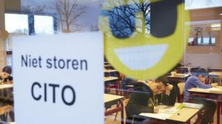 دانشآموزان در حین امتحان اصلی نهایی تحصیلات ابتدایی