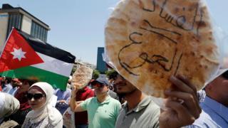 المتظاهرون قاطعوا رئيس النقباء بالهتاف والصفير