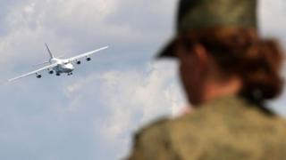 Ан-124 заходит на посадку