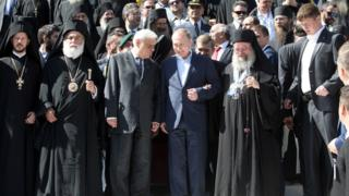 Russian President Vladimir Putin (C) and Greek President Prokopis Pavlopoulos (3R) during a visit to the monastic community of Mount Athos, in Karyes on May 28, 2016.