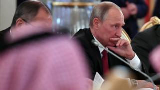 Президент России Владимир Путин во время встречи с саудовским королем Салманом