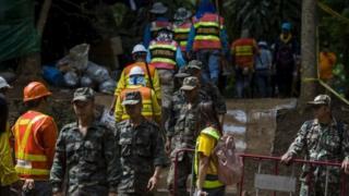Lực lượng giải cứu ở cửa hang Tham Luang