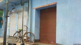 पटवा टोली में बंद पड़ी दुकाने