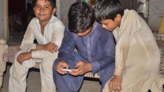 لا يزال الغموض يكتنف موعد استئناف الدراسة في باكستان