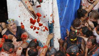 People throwing tomatoes at the tomatina fiesta