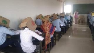 부정행위 방지 방법으로 종이상자를 사용한 인도의 한 학교