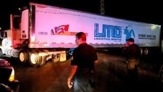 Un tráiler con más de 150 cadáveres desató el más reciente escándalo en México.