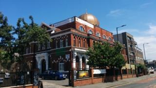 Masjid Ramadan di London Timur menjadi masjid pertama di Inggris yang menawarkan pembayaran zakat dalam bentuk bitcoin.