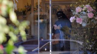 قانون جدید عربستان برای مطلع کردن زنان از حکم طلاق با پیامک