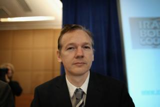 Julian Assange amaze imyaka irindwi yarahungiye mu nzu y'uhagarariye Ecuador i London, akabigereranya no gufungwa azira ubusa