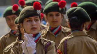 أغلقت جميع الأعمال والمدارس والمحلات التجارية ،احتجاجا على الاحتفالات بعيد الاستقلال الهندي في كشمير. ونشرت السلطات الهندية عددًا كبيرًا من قواتها الحكومية هناك لمنع أي مظاهرات مناهضة للهند خلال الاحتفالات.