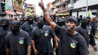 """Miembros del colectivo """"Los 500 hermanos"""" durante una de las marchas de protesta en Guyana Francesa."""