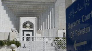 ان درخواستوں کی سماعت شروع ہونے سے پہلے ہی ایک درخواست گزار شیخ رشید نے دعویٰ کیا ہے کہ سپریم کورٹ پارلیمنٹ سے منظور ہونے والے انتخابی اصلاحات کے بل کو مسترد کر دے گی۔