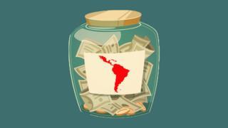 Tarro con propina y mapa de América Latina.