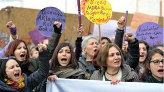 Kadınlar protesto