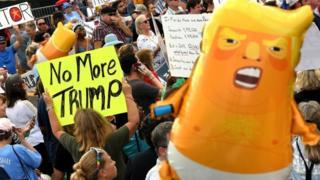 Nhiều người biểu tình tập trung tại cuộc vận động tranh cử của tổng thống Trump