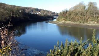 Afon Teifi flowing through St Dogmaels
